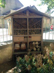 Hotel à insectes réalisé avec la classe de CP de l'école élémentaire d'Althen les Palud/ Après